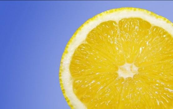 Viltības, kas palīdzēs no citrona izspiest divtik vairāk sulas
