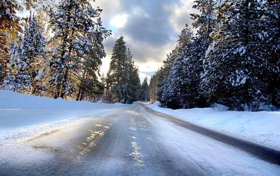 Apledojuma dēļ apgrūtināta braukšana Latvijas centrālajā daļā