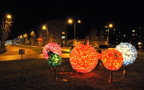 Daugavpils tiek ietērpta svētku rotā
