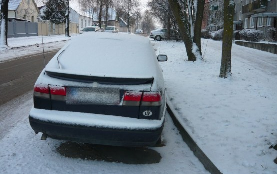 Saeima ļauj uzturlīdzekļu parādniekiem aizliegt vadīt auto