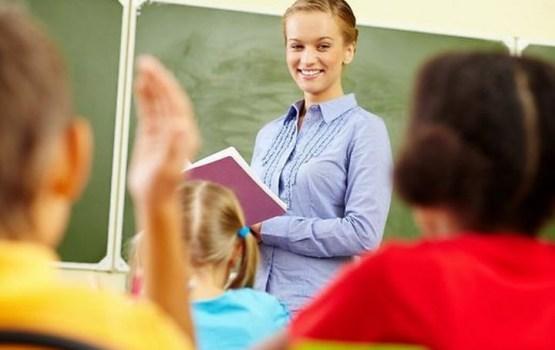 Pedagogu minimālo algu par likmi plāno kāpināt līdz 900 eiro
