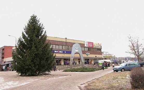 18. novembra un Valkas ielu krustojumā uzstādīta Ziemassvētku egle