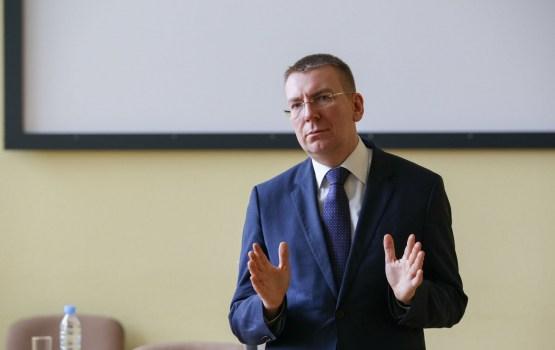 Latvijas amatpersonas pauž nožēlu par Berlīnē notikušo uzbrukumu