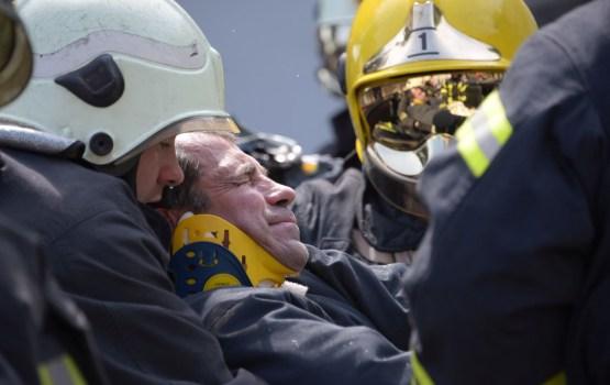 Ugunsgrēkos Latvijā cietuši seši cilvēki, tostarp divi ugunsdzēsēji