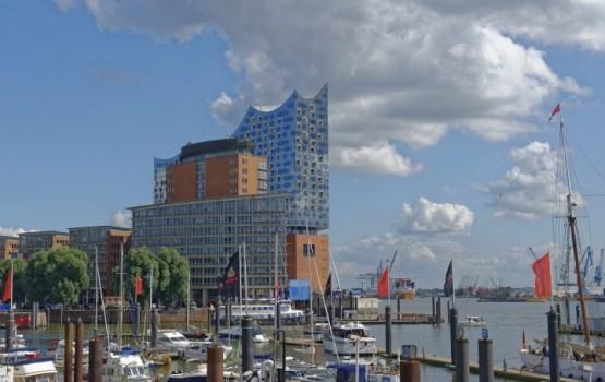 Hamburgā atklās vareno koncertzāli – Elbas filharmoniju; uz skatuves – arī Iveta Apkalna