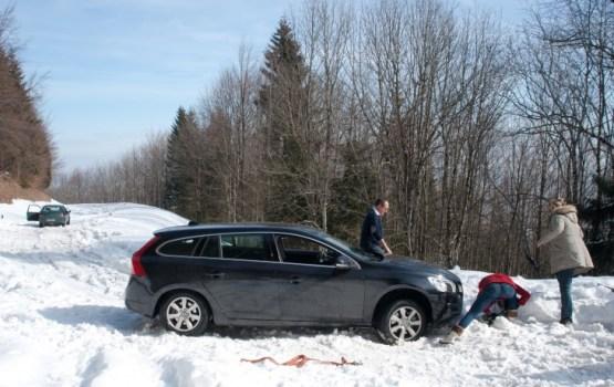 Apgrūtināti braukšanas apstākļi ir gandrīz visā Latvijā