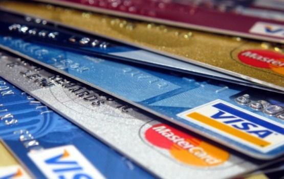Par mēģinājumu noņemt naudu no svešas kredītkartes aizturēts vīrietis