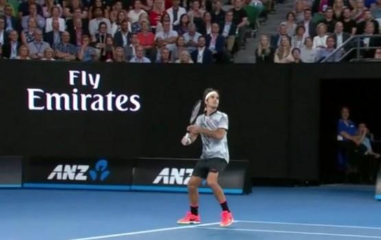 Federers ar graujošu uzvaru iekļūst 'Australian Open' pusfinālā