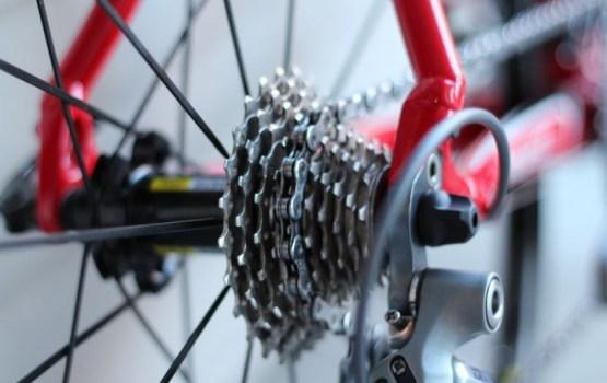 Beļģijas transporta ministram nepiemērotā brīdī nozog velosipēdu