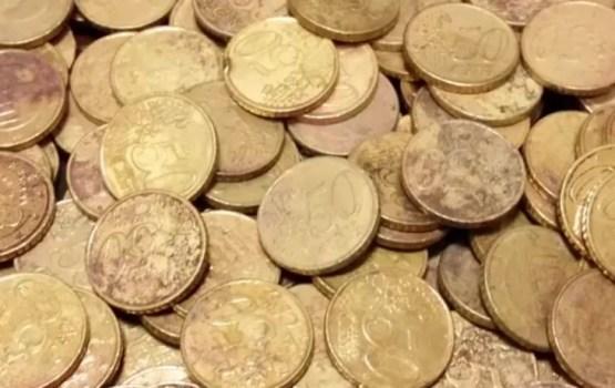 Apritē ir nonācis liels bojāto monētu skaits
