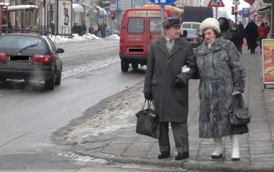 Latvijā gada laikā lēnākais vidējās vecuma pensijas kāpums Baltijā