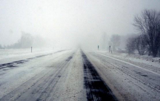 Sniega dēļ šorīt daudzviet apgrūtināta braukšana