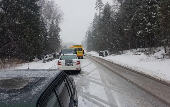 Valsts policija aicina būt uzmanīgiem uz ceļiem
