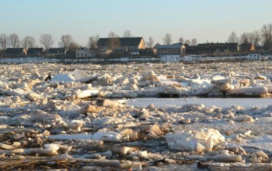 Ūdens līmenis Daugavā nedaudz krities, Pļaviņās tas joprojām pārsniedz kritisko robežu