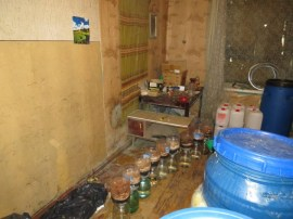 Rēzeknes novadā likvidēta kārtēja nelegālā alkohola ražotne