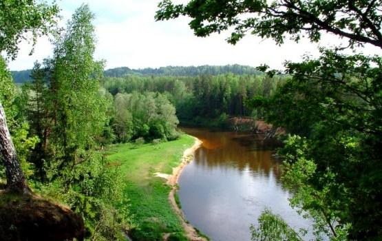 Aptauja: 93% iedzīvotāju par Latvijas bagātību uzskata tās upes un ezerus