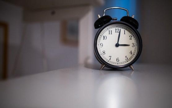 Aptauja: 55% Latvijas iedzīvotāju labsajūtu pulksteņa pagriešana ietekmē negatīvi