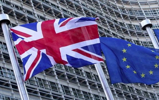 """Pirms runāt par nākotnes attiecībām ES sagaida """"ievērojamu progresu"""" sarunās par pašu """"Breksitu"""""""