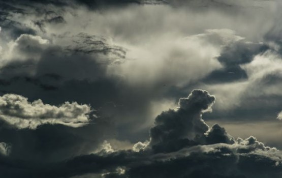 Otrdien debesis skaidrosies, valsts austrumos saglabāsies mākoņi
