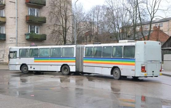 Skolēniem būs bezmaksas braukšana sabiedriskajā transportā vasaras brīvlaikā