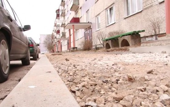 DzKSU remontē avārijas stāvoklī esošās pagalmu teritorijas
