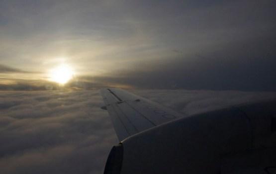 Spēcīgā turbulencē lidmašīnā uz Bankoku cietuši 27 cilvēki