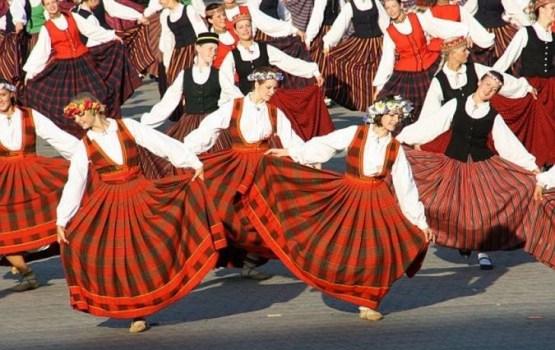 Daugavpilī piestās Latvijas ekspresis simtgadei