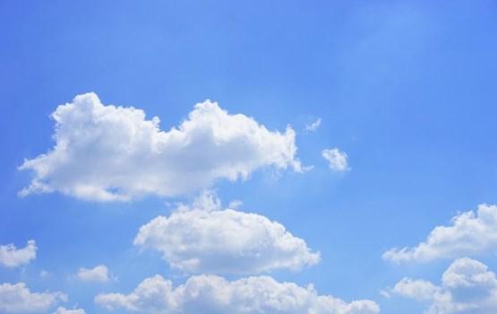 Arī pirmdien spīdēs saule, valsts austrumos īslaicīgi līs