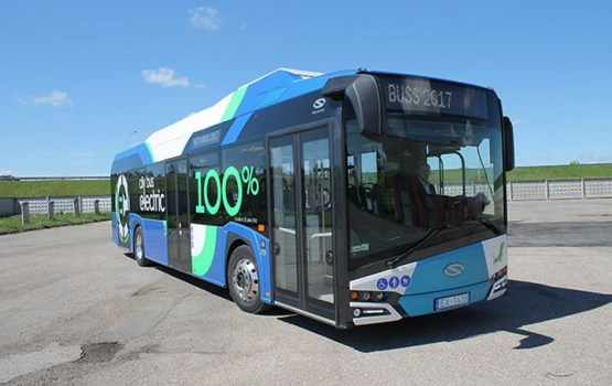 Daugavpils ielās kursēs jauns pilnībā elektrificēts Solaris Urbino 12 autobuss