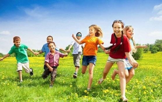 Vasaras brīvdienās Daugavpils pašvaldība dod iespēju skolēniem gan strādāt, gan atpūsties