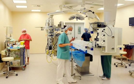 Veselības nozares finansēšanai piedāvā celt PVN vai ieviest obligāto veselības apdrošināšanu