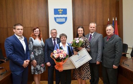Anastasija Grigorjeva saņēma pašvaldības piešķirto naudas balvu