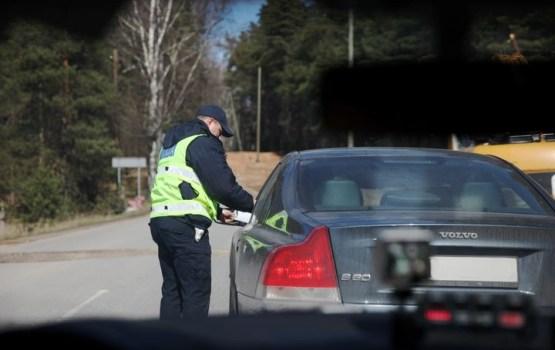 Policija uz ceļiem turpina masveida reidus