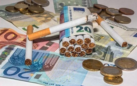 Valdība atbalsta straujāku akcīzes nodokļa celšanu degvielai, cigaretēm un alkoholam