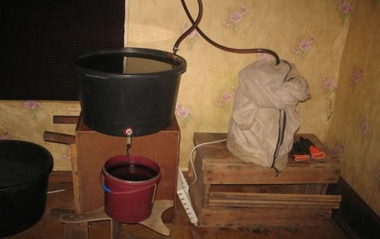 Rēzeknes novadā likvidē kārtējo nelegālā alkohola ražotni