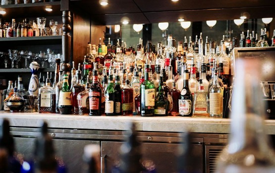 FM rosina vēl straujāk celt akcīzes nodokli alkoholam un cigaretēm