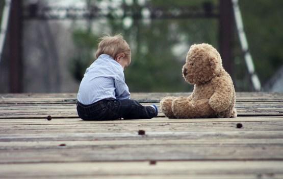 Drošībā nogādāti ilgstoši vienatnē atstāti trīs mazi bērni
