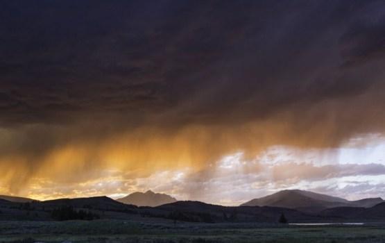 Dienā valsts austrumos iespējams spēcīgs pērkona negaiss