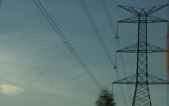 """Bez elektrības vēl vairāk nekā pieci tūkstoši """"Sadales tīkls"""" klientu"""