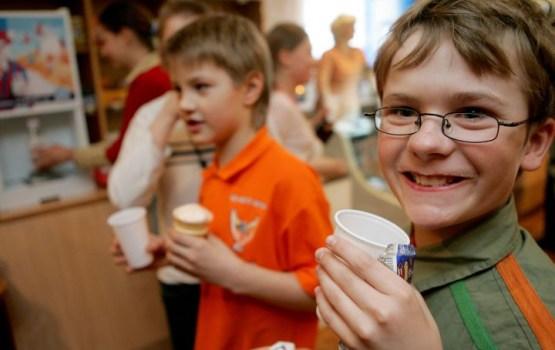 """Kopš programmas """"Skolas piens"""" aizsākšanas izdalīti piena produkti 17,9 miljonu eiro vērtībā"""