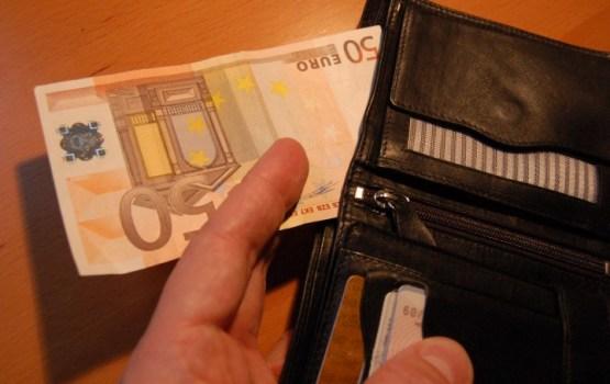 Aptauja: normālai dzīvei Latvijas iedzīvotājiem mēnesī vidēji nepieciešami 1165 eiro