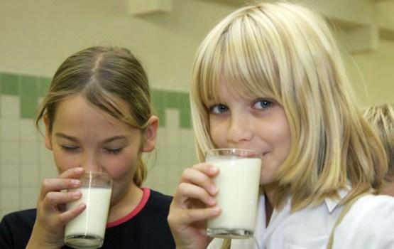 Pienu par pazeminātu cenu vairs nevarēs saņemt 10.-12.klases skolēni