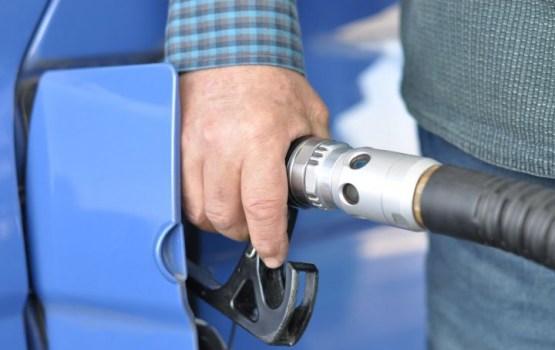 Aiztur policistu, kurš ilgstoši privātās automašīnās pildīja dienestam paredzēto benzīnu
