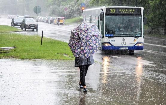 Sestdienas rītā visvairāk līst valsts rietumu un centrālajā daļā