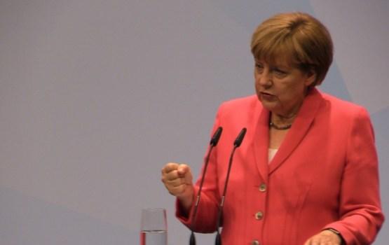 Vācijas Bundestāga vēlēšanās uzvarējuši kancleres Angeles Merkeles vadītie konservatīvie