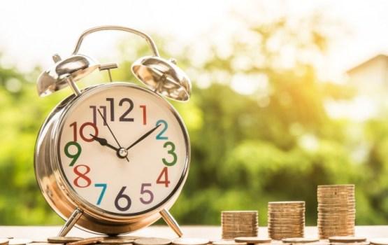 """""""S&P Global"""" paaugstinājusi Latvijas kredītreitinga nākotnes novērtējumu no stabila līdz pozitīvam"""