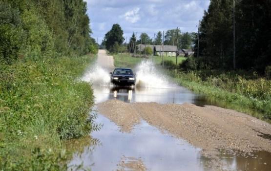 Pašvaldības lūgušas naudu plūdos cietušu ceļu, skolu un muzeja remontam