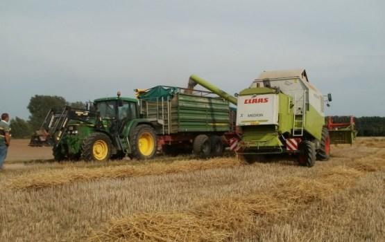 Saeima noraida grozījumus, kas paplašinātu OCTA nepieciešamību daļai lauksaimniecības transportlīdzekļu