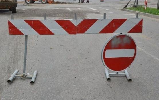 Slēgs satiksmi pāri ceļa pārvadam uz Daugavpils šosejas