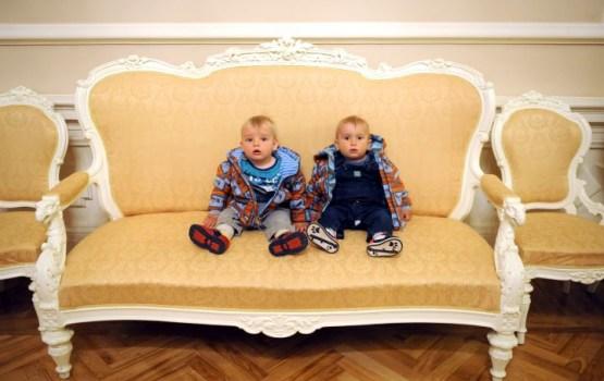 Piedāvā jaunu ģimenes pabalsta variantu, rosinot ikmēneša piemaksas par diviem vai vairāk bērniem